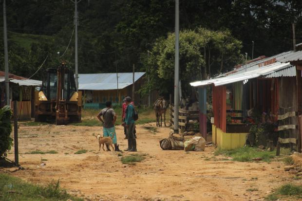 CONSTRUYENDO PAZ EN COMUNIDAD