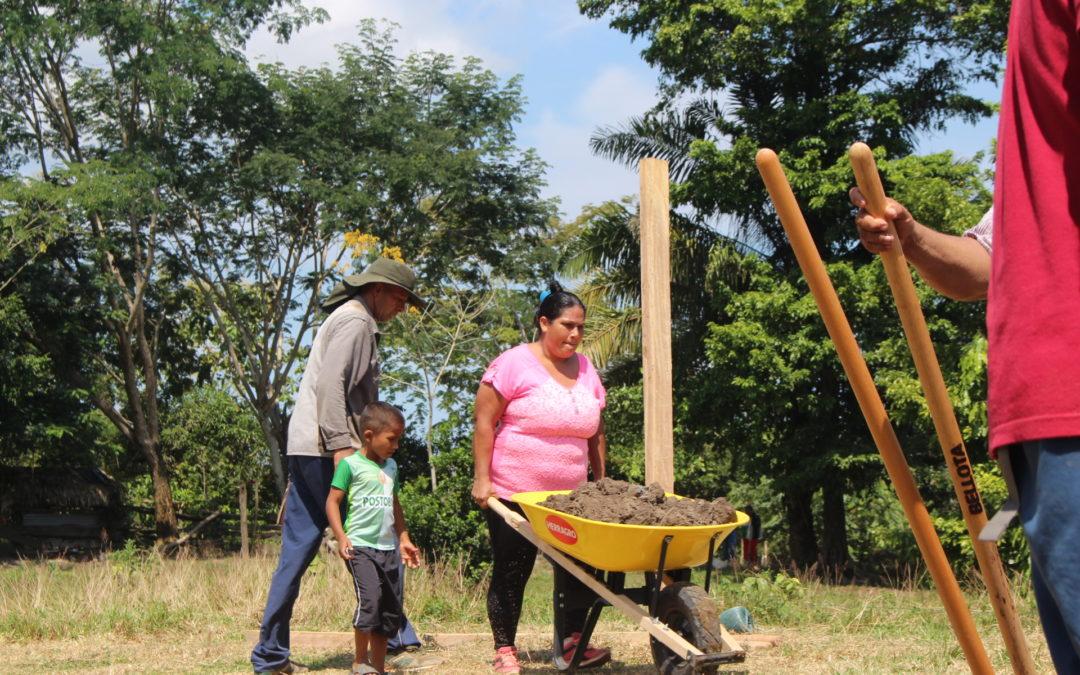Construcción de viveros agroforestales en la Zona de Reserva Campesina del Valle del rio Cimitarra.